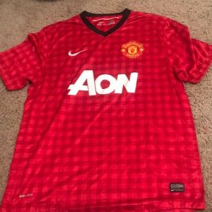 manchester united red jersey